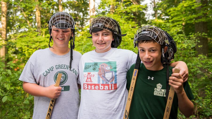 boy-hockey-friends
